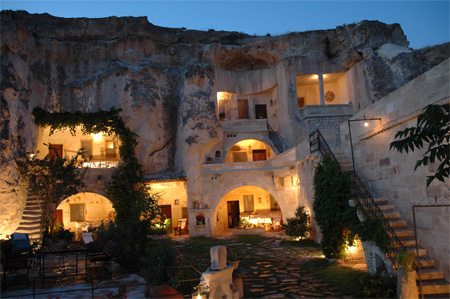 blog.websourcing.fr_files_2009_08_hotel_grotte_turquie.jpg